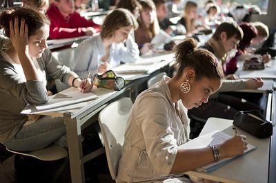美国留学费用增加,揭秘留学生兼职赚钱的六个途径